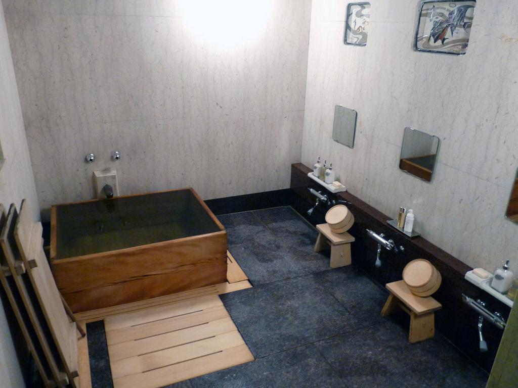 salle de bain japonaise traditionnelle du japon et des