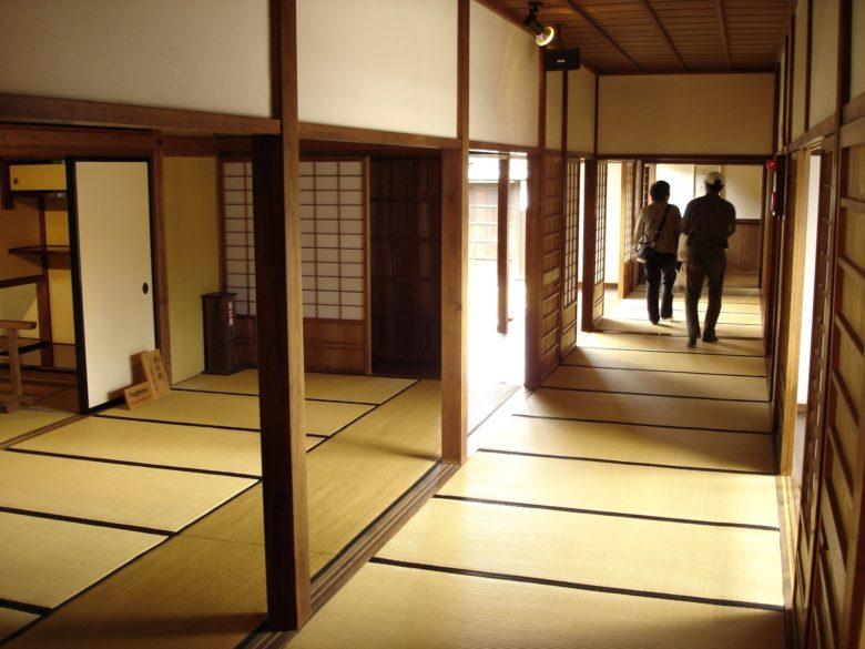 maison japonaise interieur du japon et des fleurs. Black Bedroom Furniture Sets. Home Design Ideas