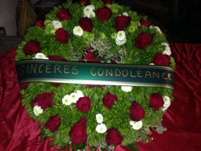 La salle d'attente de notre bon docteur Quoiquicause  Couronne-mortuaire-fleur-producteur-var-780x585